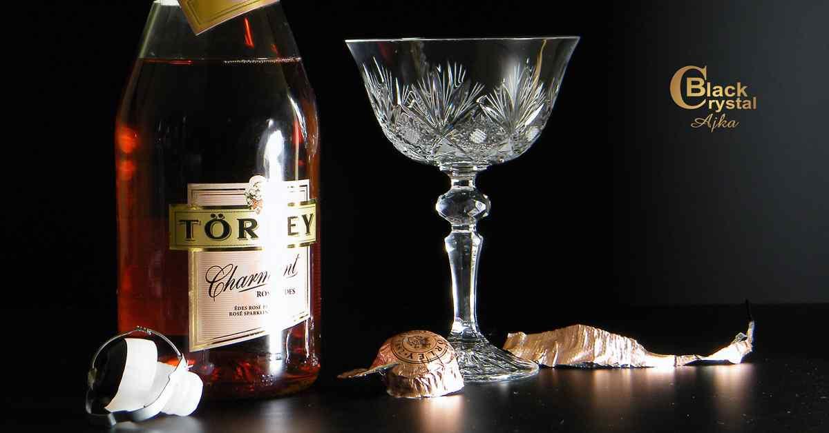 Pezsgős pohár palackkal